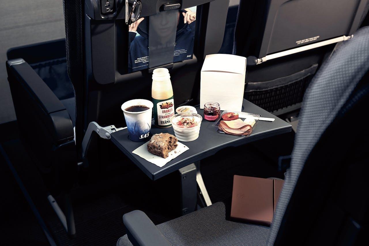 'Nordic cuisine' in het vliegtuig.