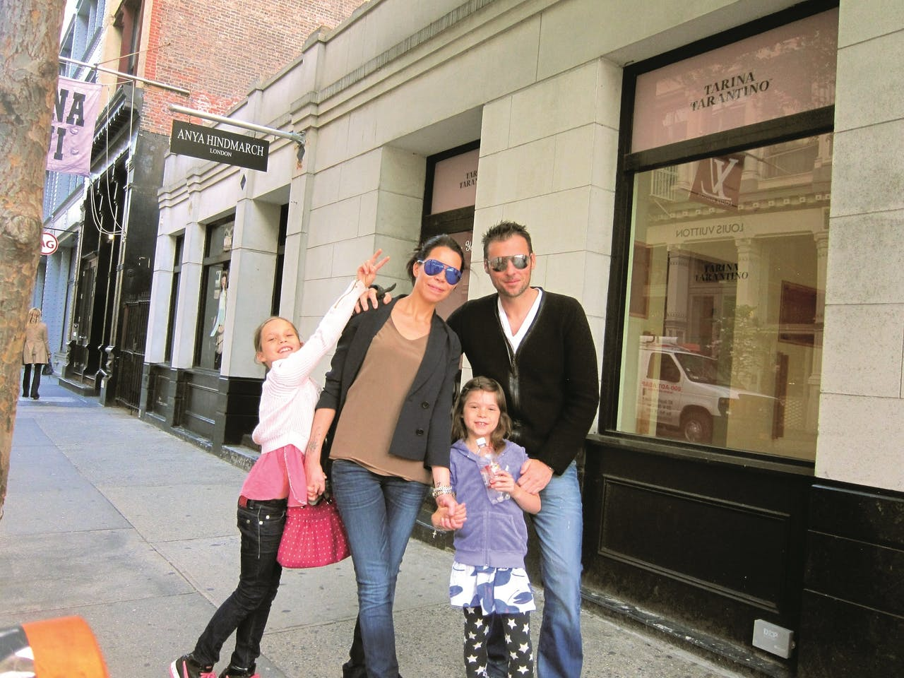 Lisca, Duncan, met dochters June en Phoenix, in 2011.
