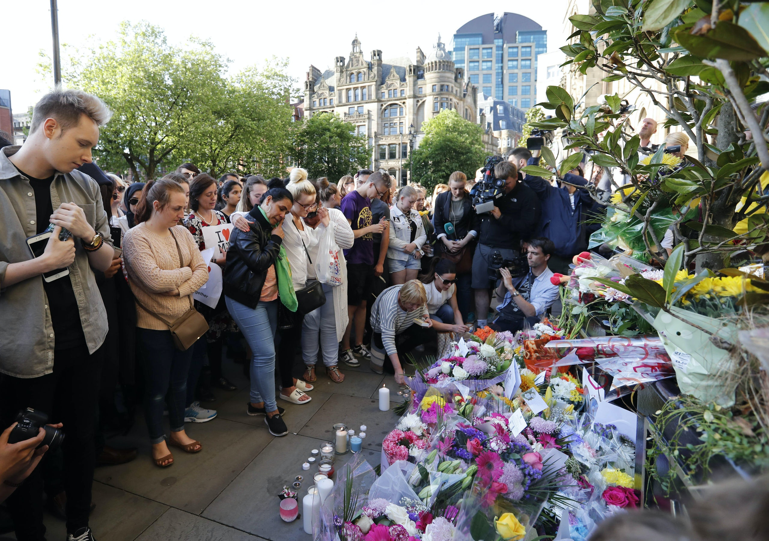 (170523) -- MANCHESTER (BRITAIN), May 23, 2017 (Xinhua) -- People attend a candlelit vigil to mourn the victims of Manchester terror attack at Albert Square in Manchester, Britain on May 23, 2017. On Monday night, a suicide terror attack took place at Manchester Arena at the end of a pop concert, killing at least 22 people, several of whom were children, while injuring 59 others. (Xinhua/Han Yan) Xinhua News Agency / eyevine  Contact eyevine for more information about using this image: T: +44 (0) 20 8709 8709 E: info@eyevine.com http://www.eyevine.com