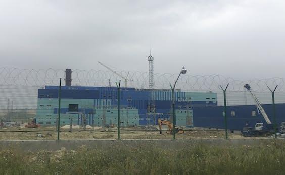 Een elektriciteitscentrale in aanbouw vlakbij Simferopol, de hoofdstad van de autonome Krim-republiek.