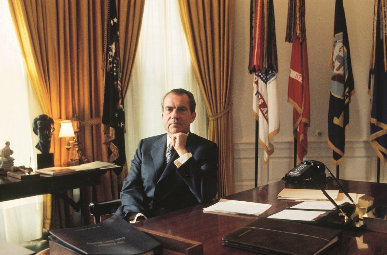 Richard Nixon in de Oval Office.