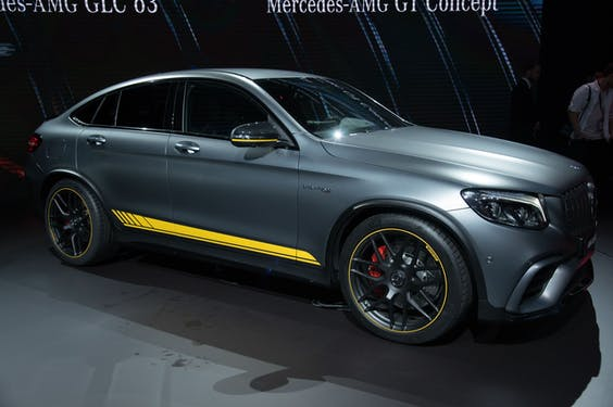 Een Mercedes AMG GLC 63 Coupe op de autoshow van New York in 2017