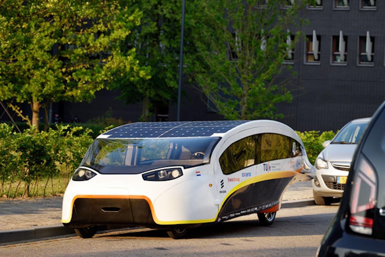 Gezinsauto Stella Vie, de zonneauto van de TU Eindhoven die in oktober 2017 deelnam aan de World Solar Challenge