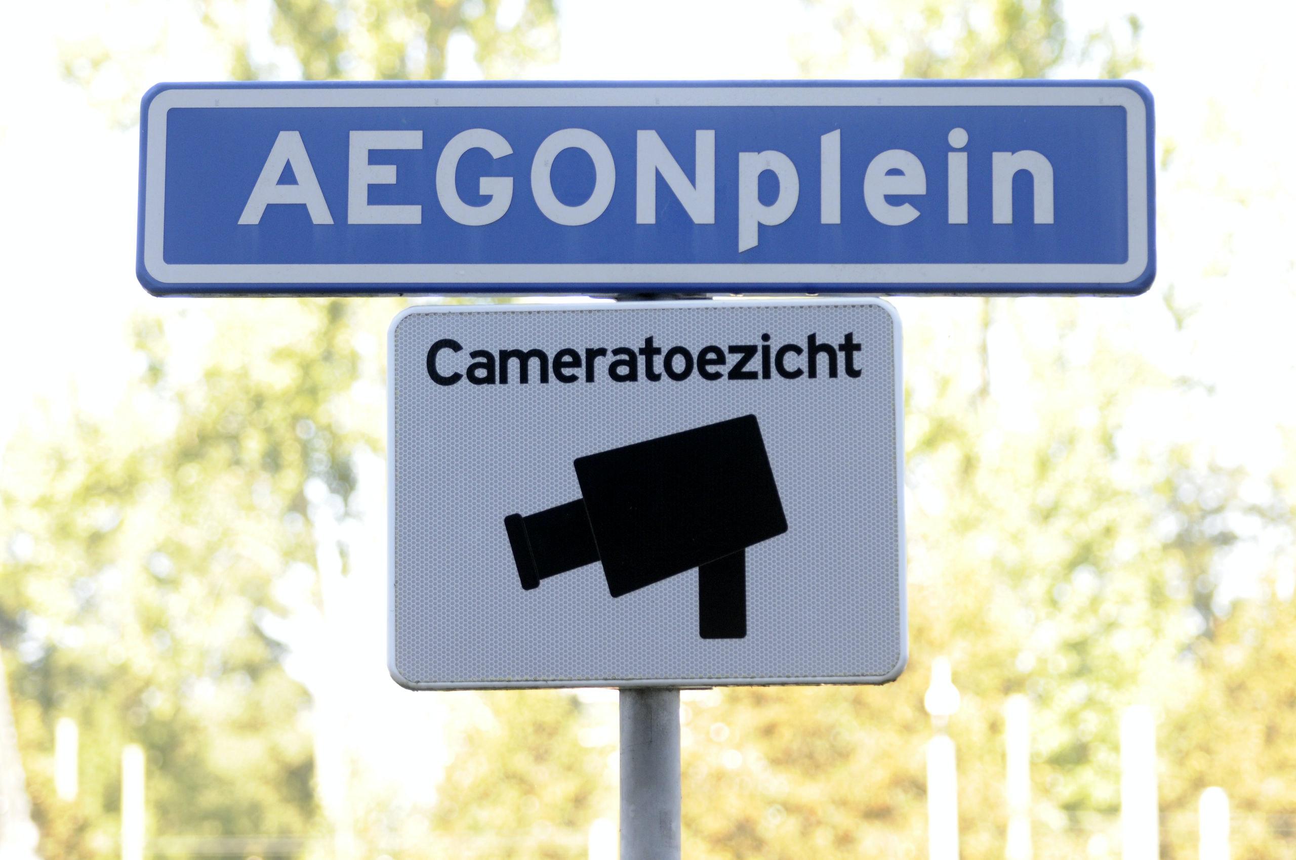 Nederland, Den Haag, 29 september 2011,  Aegonplein voor het hoofdkantoor `/ cameratoezicht  toezicht op  Aegon Hoofdkantoor,   Aegon kondigt aan dat er in Nederland 300 medewerkers worden ontslagen. Aegon schrapt honderden banen, Dat is ongeveer vijf procent van het totale personeelsbestand / Aegon reorganiseert om beter te kunnen inspelen op de veranderende marktomstandigheden. Aegon Hoofdkantoor in Den Haag, Pensioenen, Hypotheken, Verzekeren & Sparen / AEGON Bank N.V.  foto; Peter Hilz