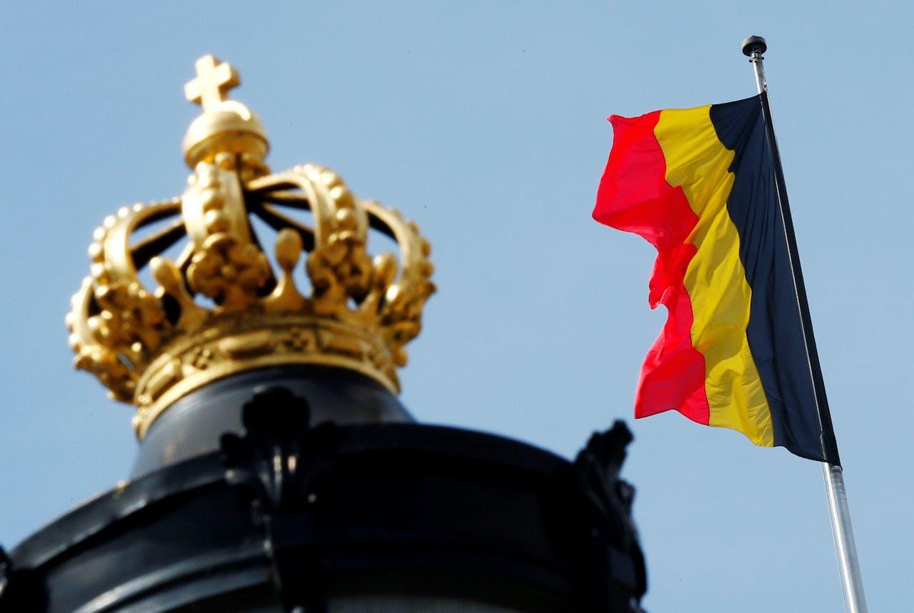 De Belgische vlag bij het Koninklijk Paleis in Brussel.