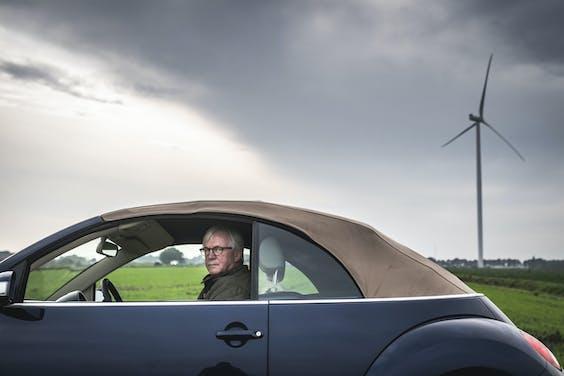 Piet Wolters in zijn Volkswagen Kever: 'Mooier dan dit landschap wordt het niet.'