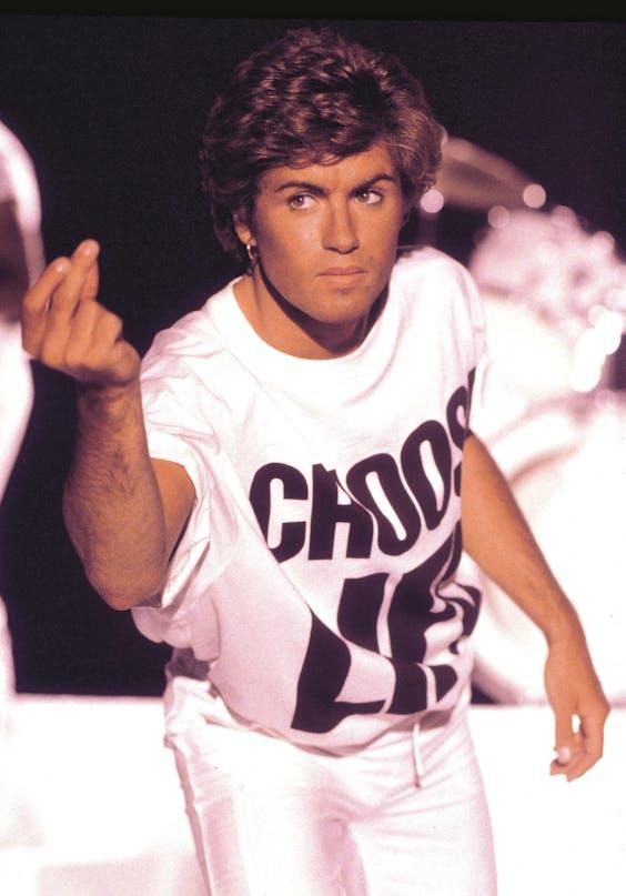 George Michael draagt het 'Choose Life'-T-shirt van Hamnett op de video van 'Wake Me Up Before You Go-Go'.
