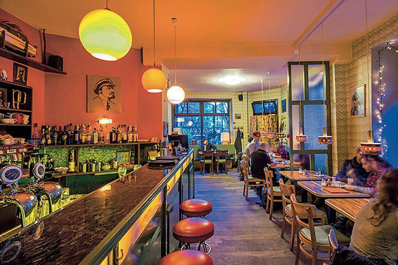 Datscha, een restaurant in Oost-Berlijn