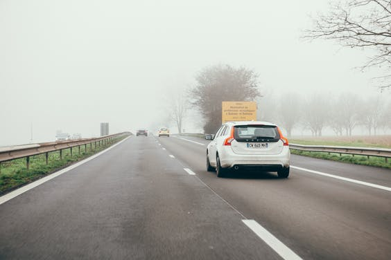 In Nederland dreigt de CO₂-uitstoot minder omlaag te gaan dan gehoopt. Door de aflopende belastingregeling verdwijnen plug-inhybrides naar het buitenland, terwijl dieselhybrides zoals de Volvo V60 juist de luchtkwaliteit verslechterden.