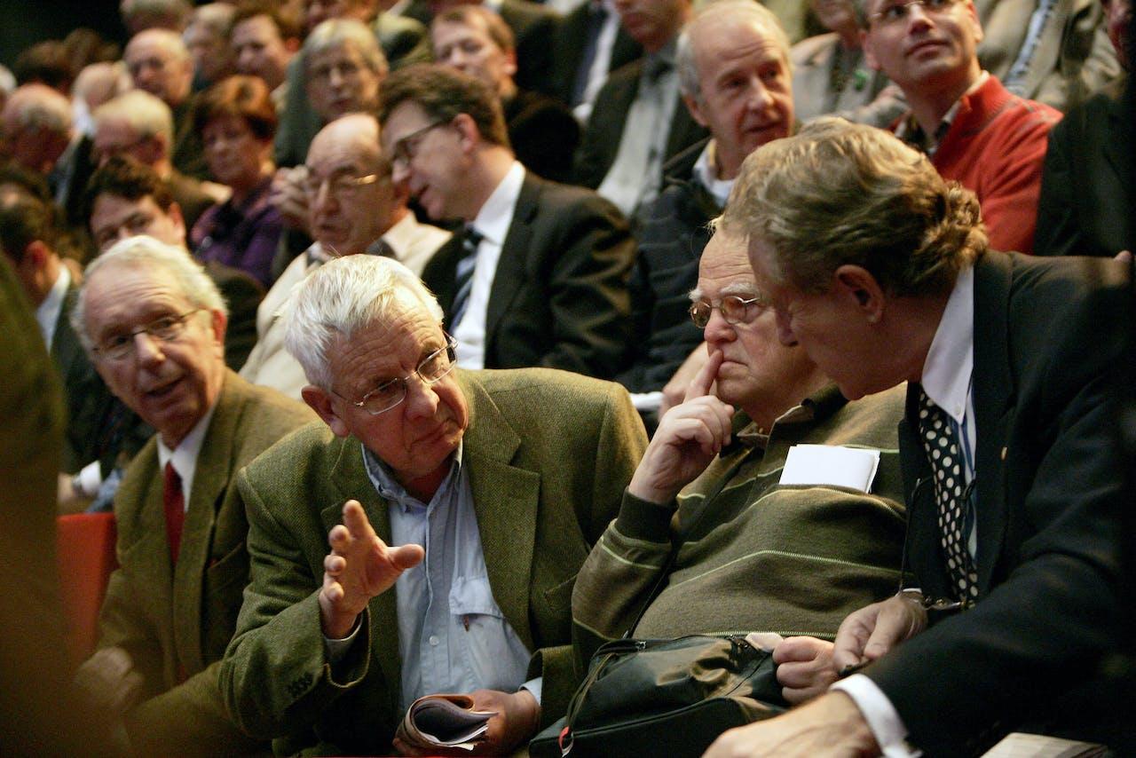 Een algemene vergadering van aandeelhouders van Fortis in Utrecht. Later zou een deel van de bank-verzekeraar worden genationaliseerd.