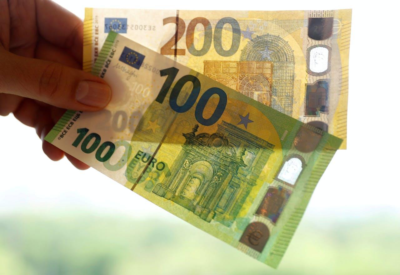 Vorig jaar introduceerde de Europese Centrale Bank nieuwe biljetten van €100 en €200.