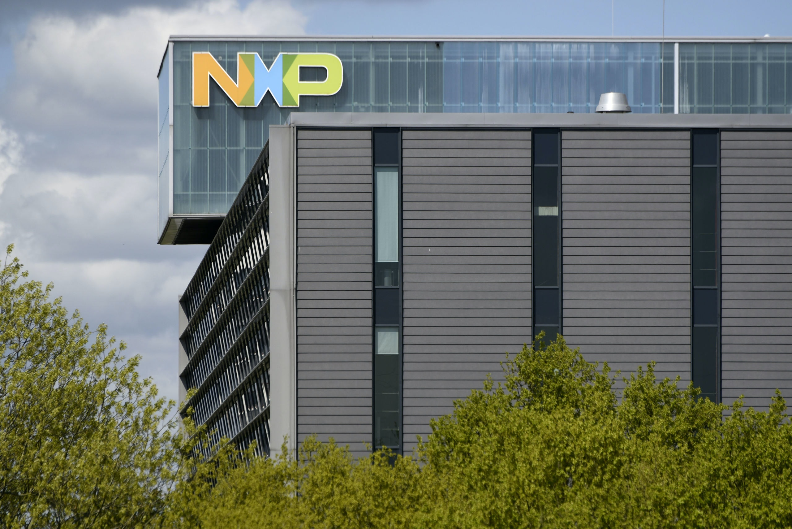 Nederland, Eindhoven, 29 april 2015,  NXP, vestiging in Eindhoven op de High Tech Campus.  Eindhovens technologiecentrum. technology center . Dutch chip manufacterer NXP former division of Philips.  Nederlandse chipfabrikant NXP. Chipmaker Chip manufacturers NXP is de voormalige chipdivisie van elektronicaconcern Philips. NXP Semiconductors is a Dutch semiconductor manufacturer. Foto; Peter Hilz / HH