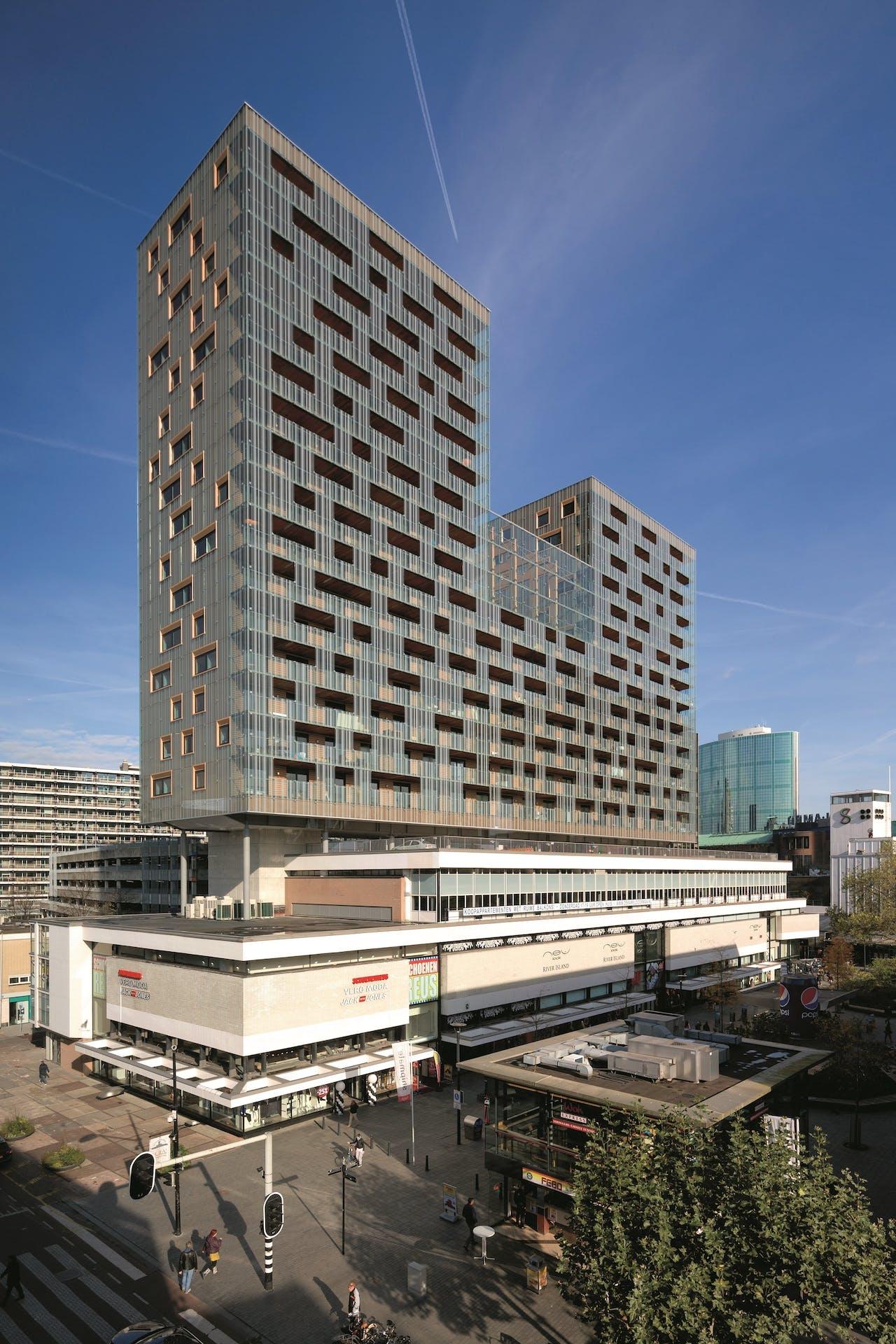 De Karel Doorman: 70 meter hoog woongebouw met 114 appartementen op een bestaand gebouw in Rotterdam.