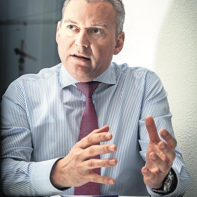 'AFM moet optreden tegen buitenlandse brokers die provisieverbod omzeilen'