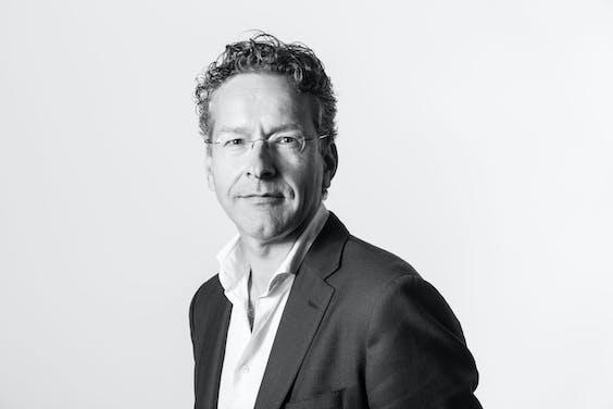 In zijn columns zal Dijsselbloem schrijven over het reilen en zeilen in Brussel en de machinaties achter de Europese schermen.