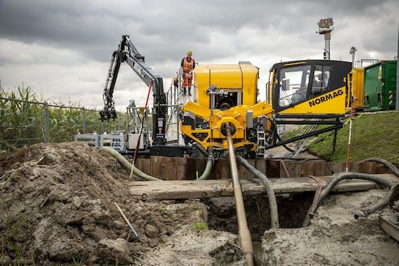 De 100 tons elektrische boorrig. Hijmans heeft deze E-Rig sinds eind september in gebruik voor gestuurde boringen.