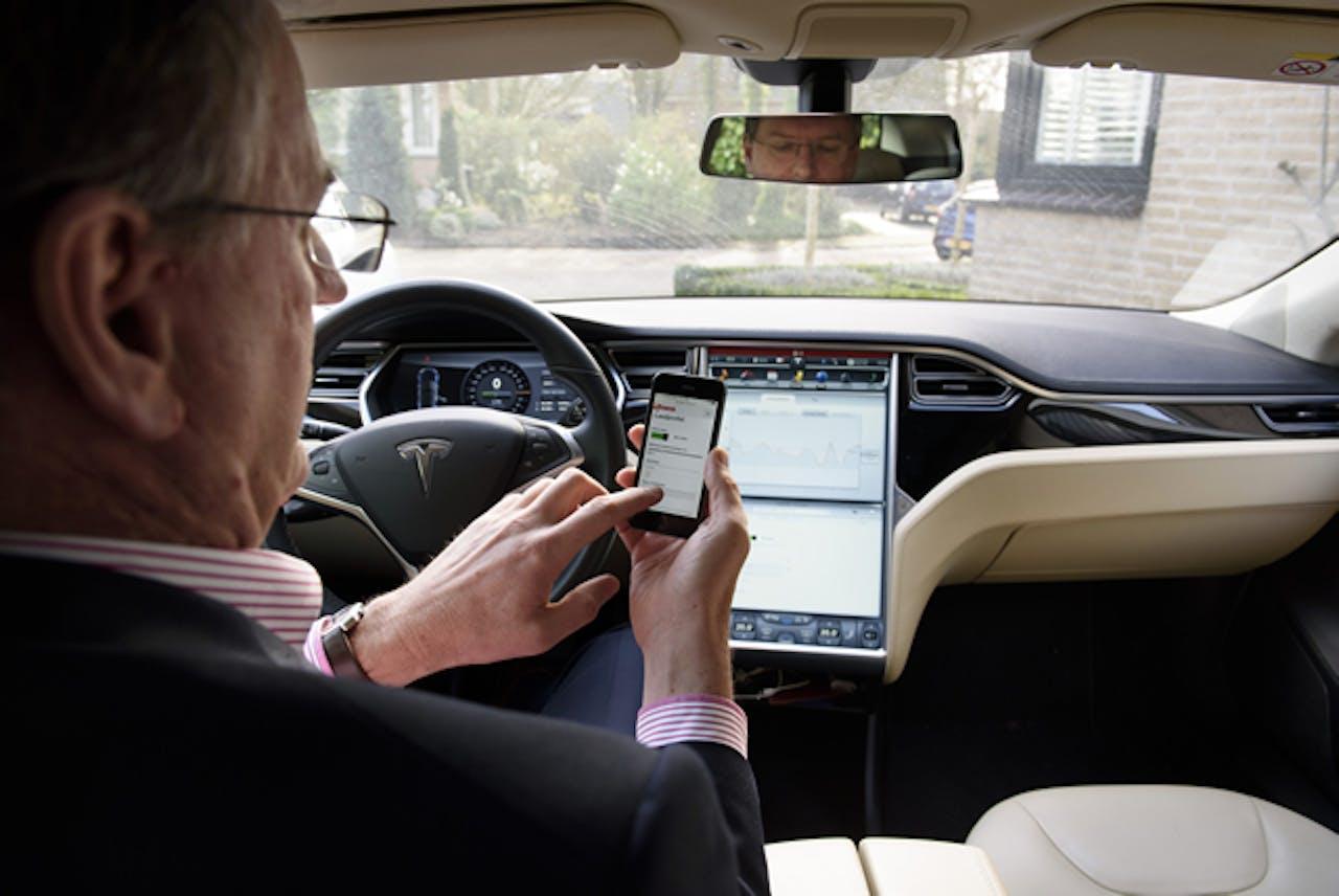 Henk Kippersluis, in 2015 de eerste gebruiker vanEneco SlimLaden (nu Jedlix),een app die inspeelt op de beschikbaarheid van duurzame energie