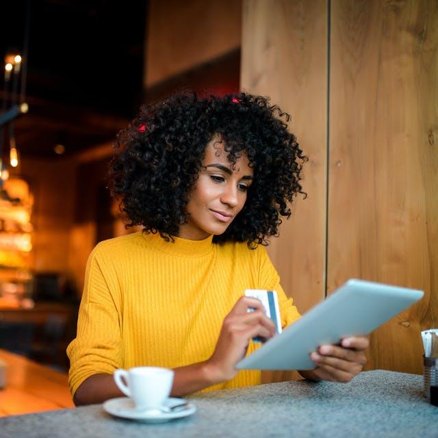 Ondernemers zien vooral online winkelverkoop toenemen Zowel de voedingssector als de non-foodsector zagen hun inkomsten - Het Financieele Dagblad