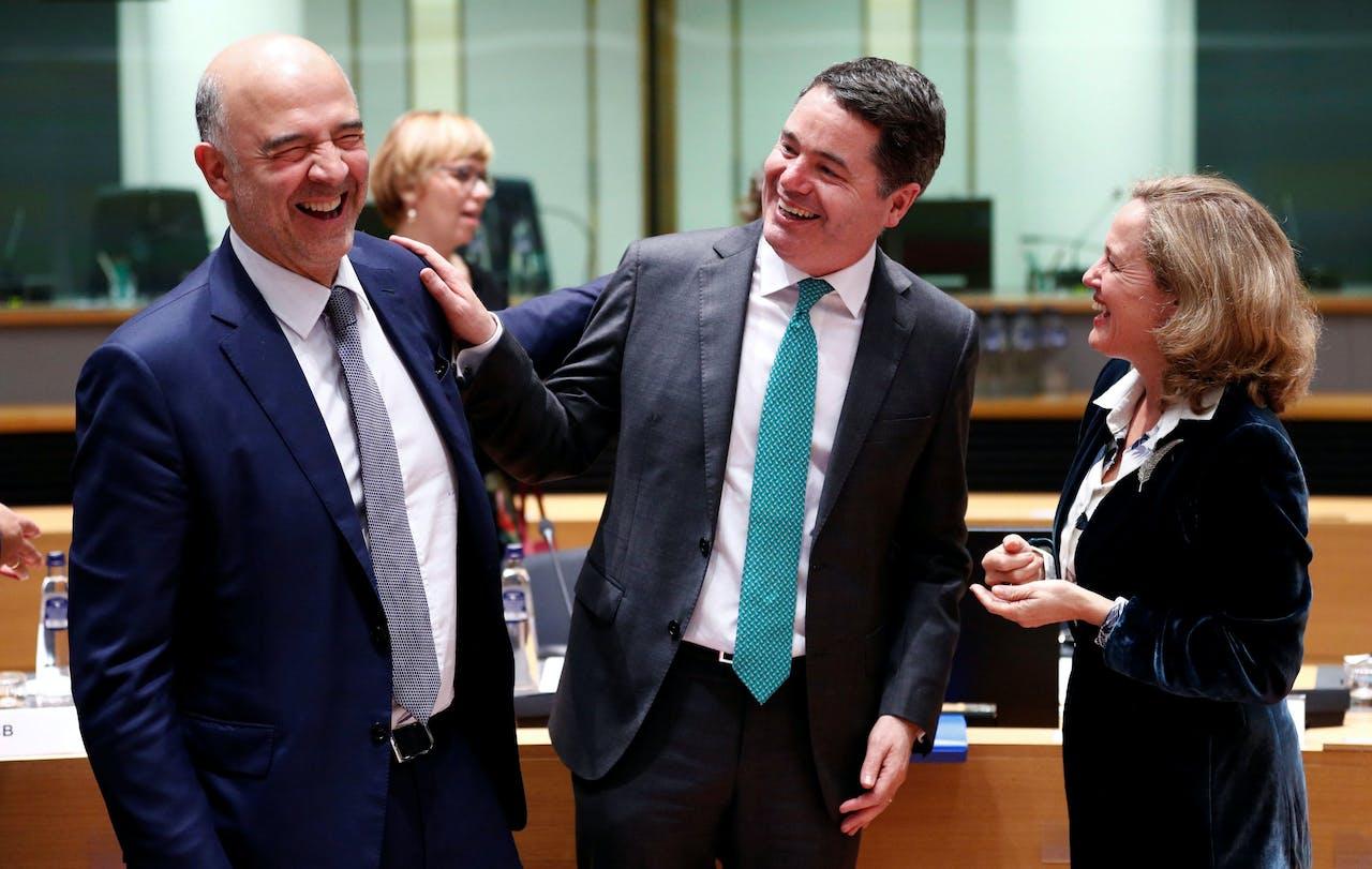 Calviño (r), Donohoe (m) in betere tijden, samen met Eurocommissaris van economische en financiële zaken Pierre Moscovici.