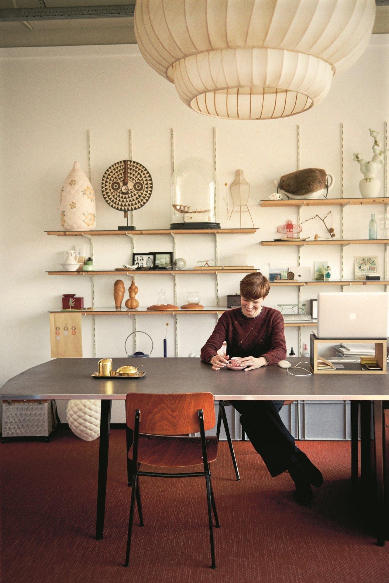 Wieki Somers in haar werkkamer, aan de Merwedehaven in Rotterdam.
