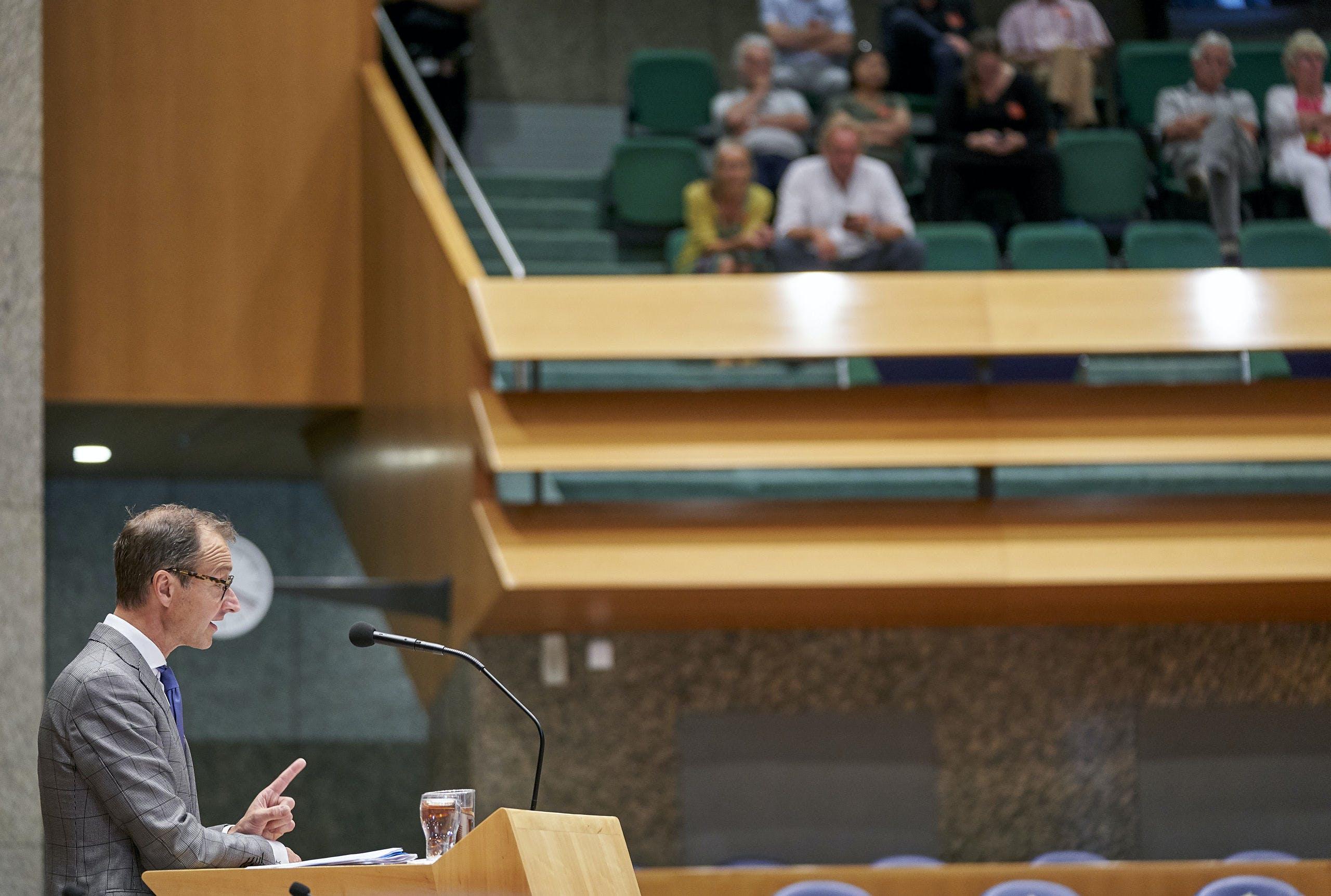 Minister Eric Wiebes van Economische Zaken en Klimaat tijdens het debat in de Tweede Kamer over de gaswinning in Groningen.
