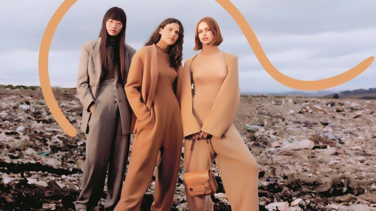 Voor haar huidige campagne portretteerde Stella McCartney modellen op een vuilnisbelt.