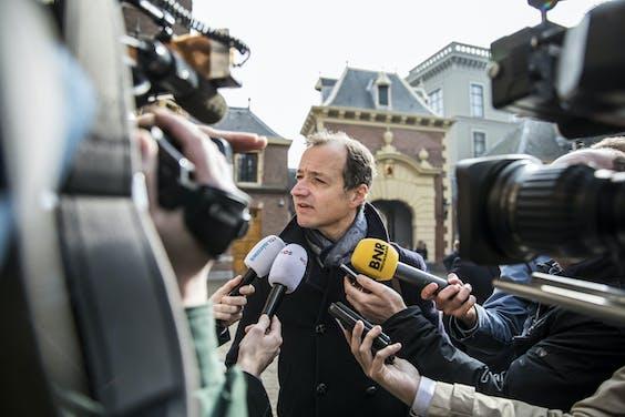 Afsluiten 'Groningen' vereist toch geen bouw van dure stikstoffabriek | Minister Eric Wiebes van Economische Zaken en Klimaat (VVD) dit voorjaar bij aankomst op het Binnenhof voor de Rijksministerraad.