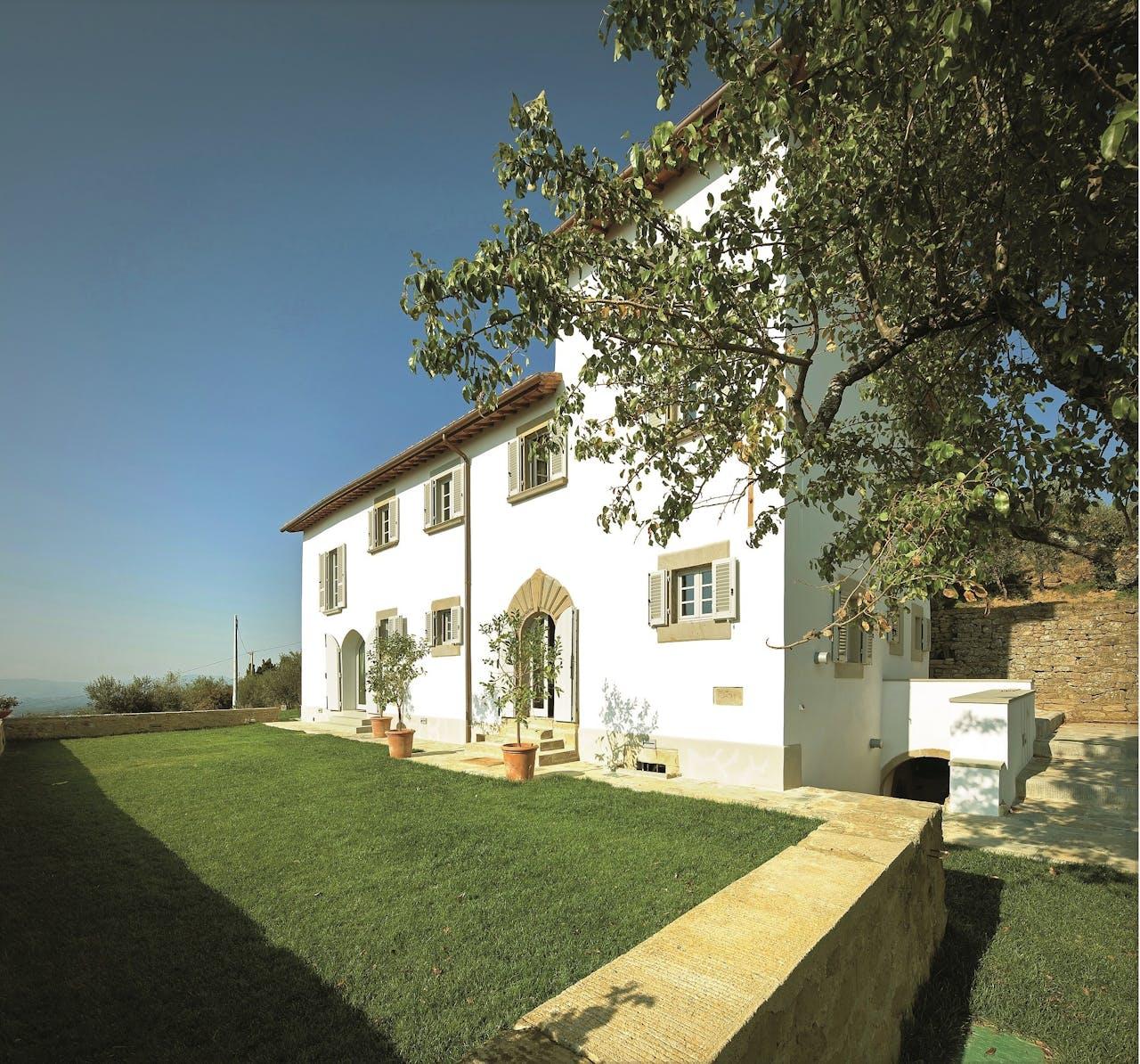De villa van de familie Junggeburt, in Pian di Scò, heeft overal dubbele beglazing.