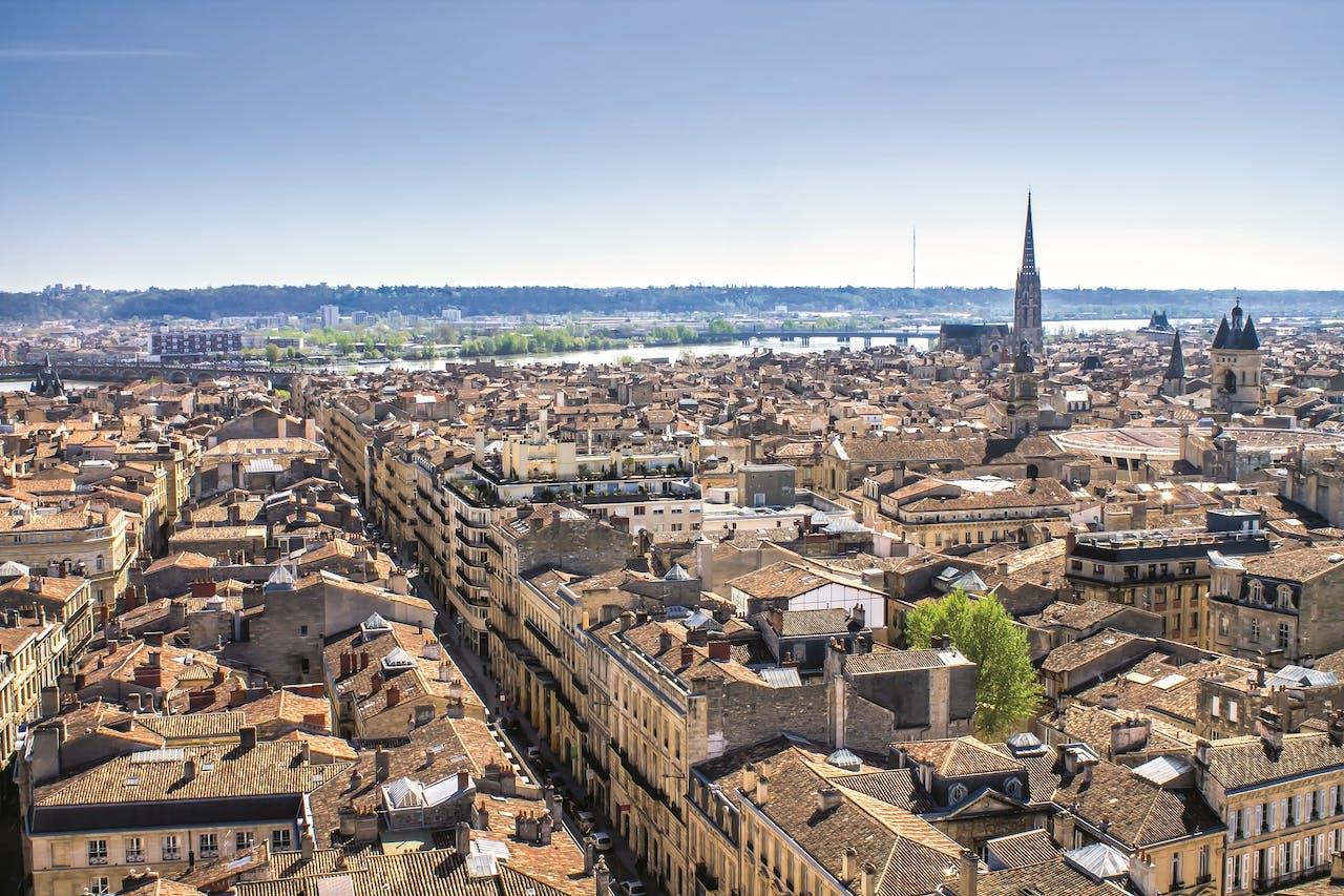 Bordeaux ligt aan de rivier de Garonne.