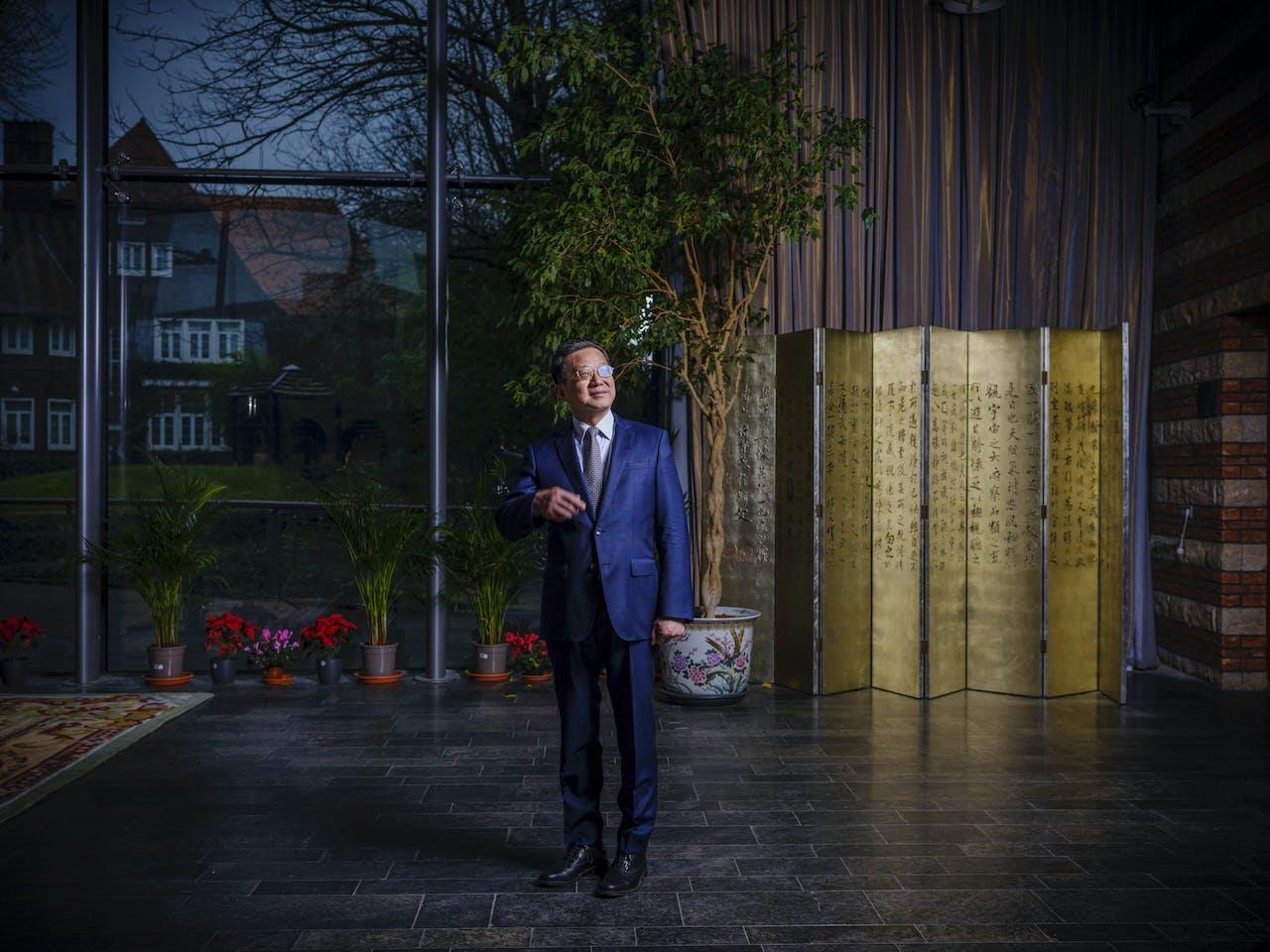 De nieuwe ambassadeur van China in Nederland, Xu Hong.