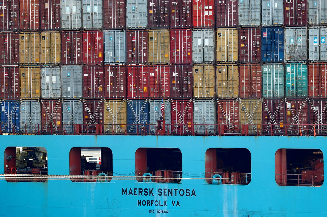 Containers in de haven van Antwerpen. Niet te lossen door kantoorpersoneel.