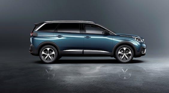 Vanbinnen is de nieuwe Peugeot 5008 SUV volledig digitaal.