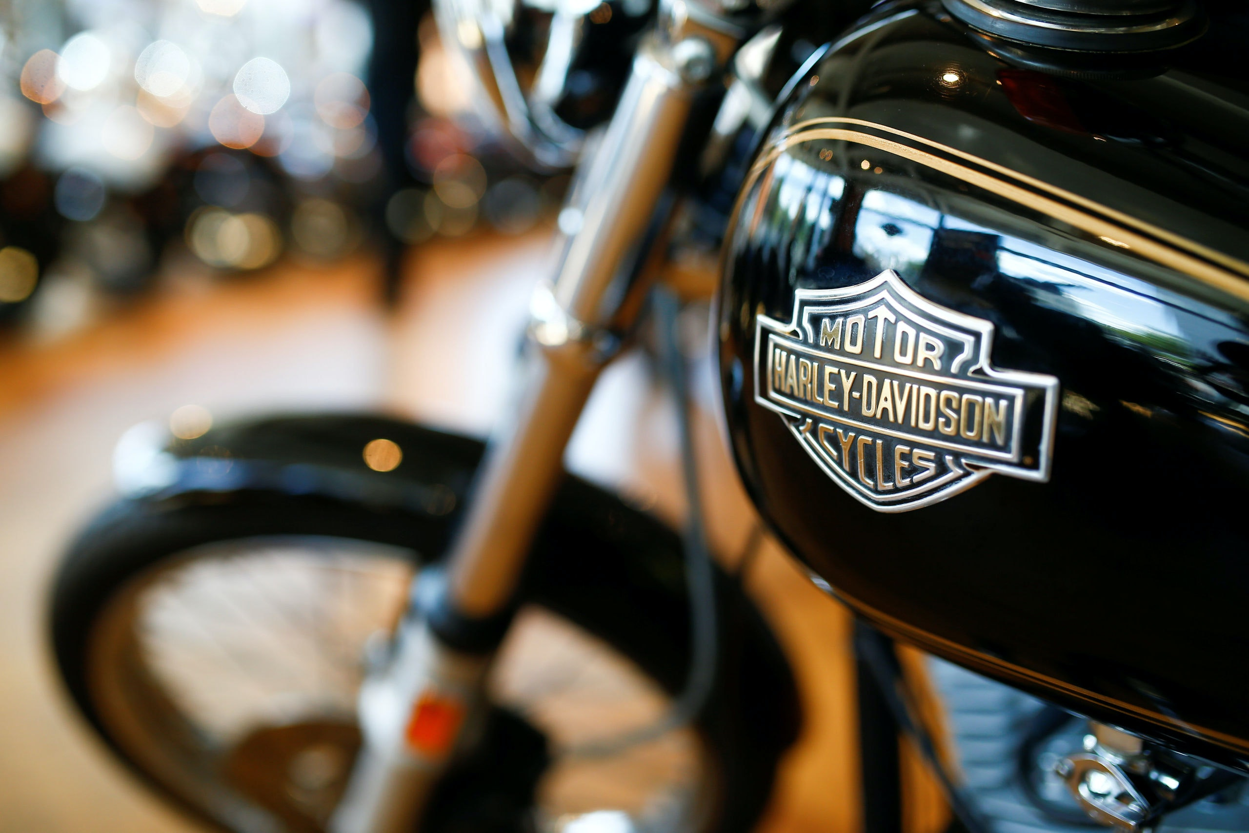 Harley Davidson motorcycles are displayed for sale at a showroom in London, Britain, June 22 2018. REUTERS/Henry Nicholls