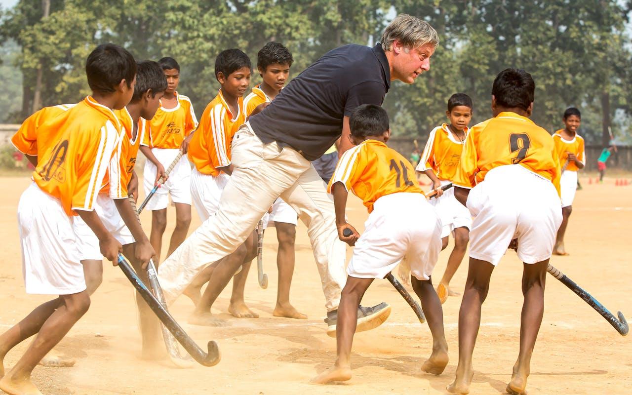 Met zijn stichting One Million Hockey Legs (1MHL) wil voormalig hockeyprof Floris Jan Bovelander het Indiase hockey naar een hoger plan tillen.