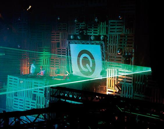Lasershow tijdens Houseqlassics in 2003 en de poster voor Q-Base 2006.