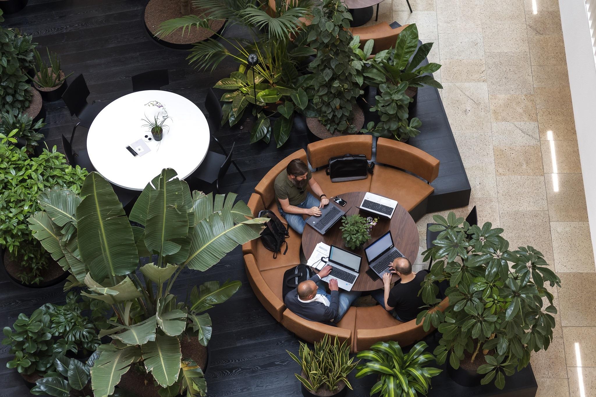 Het kantoor van de toekomst houdt je gezond en gelukkig