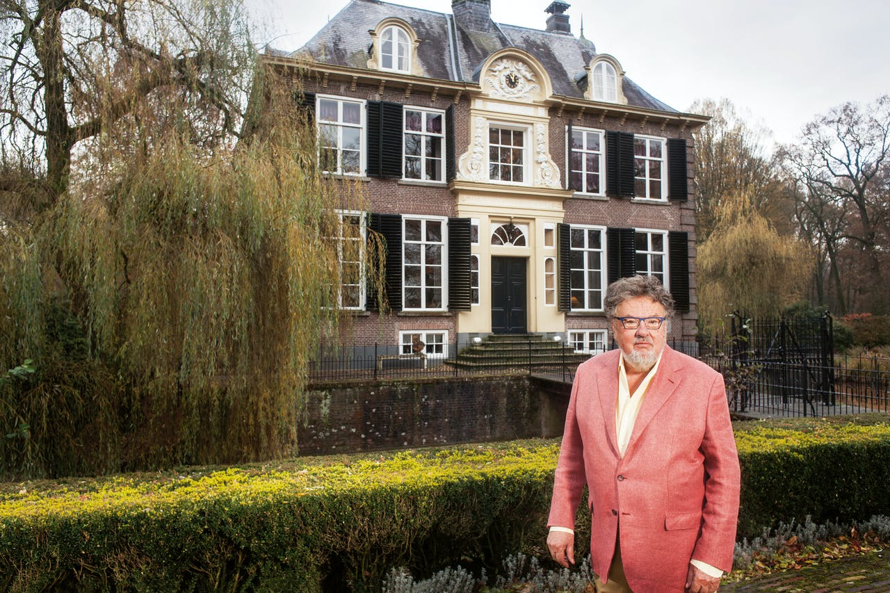 Hans Melchers bij zijn huis in Vorden, dat hij in 1978 kocht.