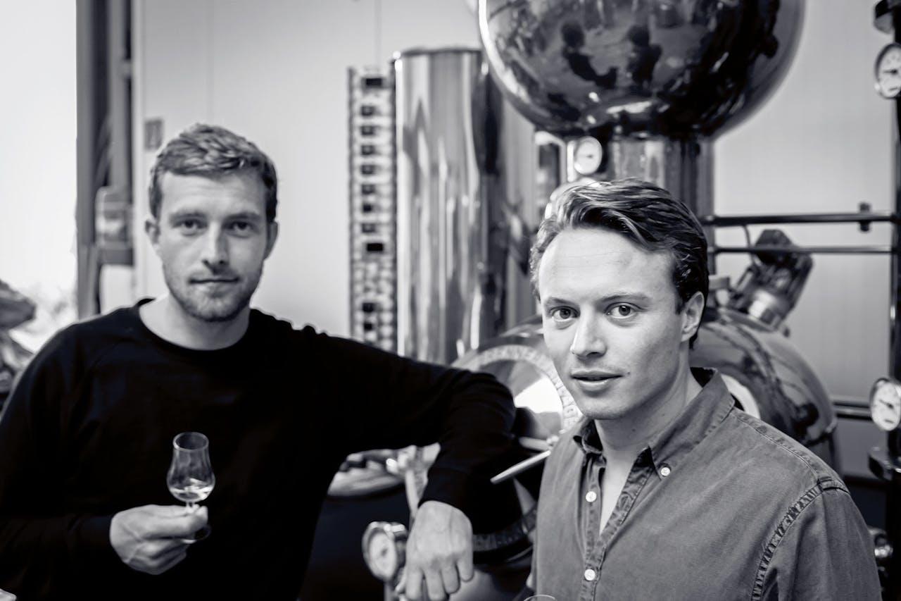 Leonard Crijns (links) en Sebastian Kolstee van Kever Genever.