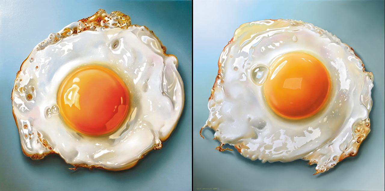 Tjalf Sparnaays 'BMG Fried Egg', uit 2013, is 80 bij 80 cm; links: 'Gebakken ei', uit 2015, 100 bij 100 cm.