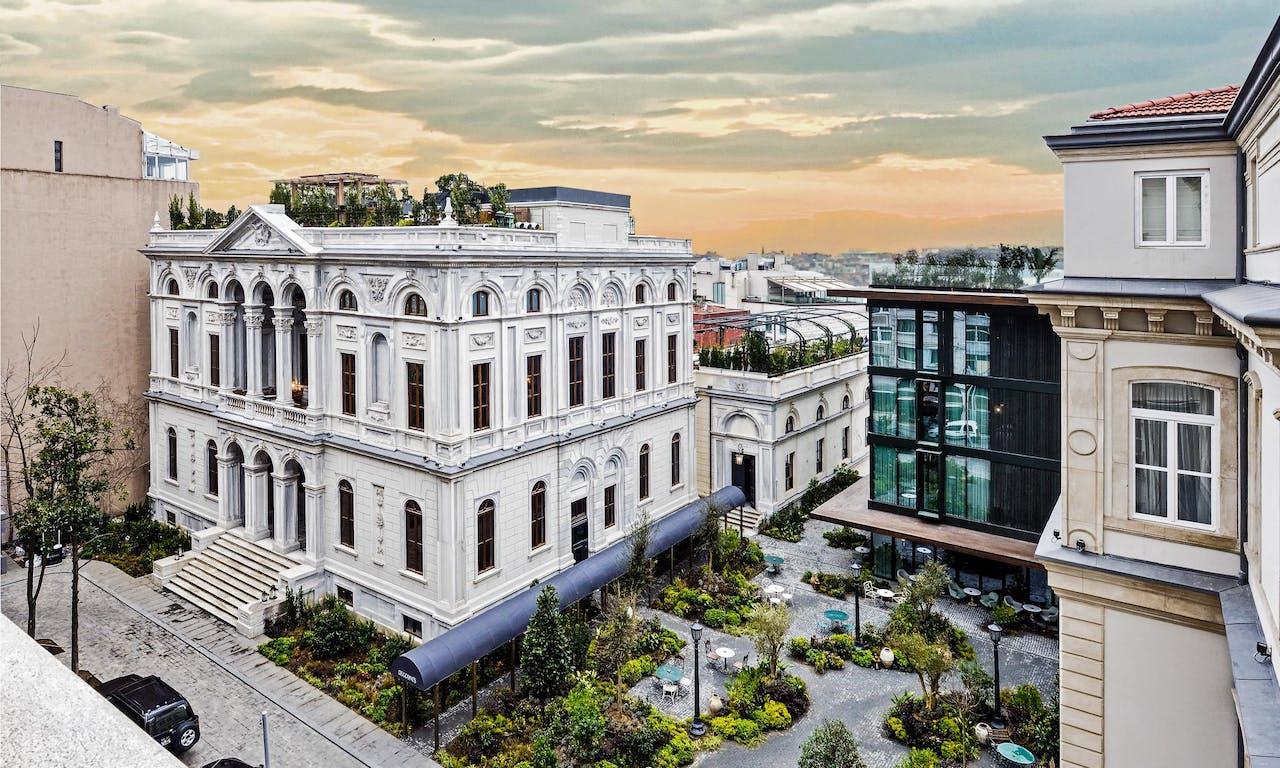 De cocktailbar op het dak van het nieuwe Soho House biedt een geweldig uitzicht over Istanboel.