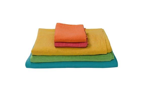 Gekleurde linnen lakens uit de Caravane Selena-collectie 2015.