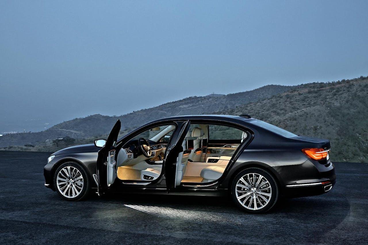 Bij auto's in de hogere prijsklassen is het belangrijk dat je de topkwaliteit niet alleen kunt zien, maar ook kunt horen. BMW bijvoorbeeld kiest van oudsher voor bijna klassieke klanken.