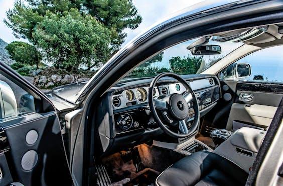 Rolls-Royce koos voor de gordel-verklikker het geluid van een muziekinstrument: de harp.