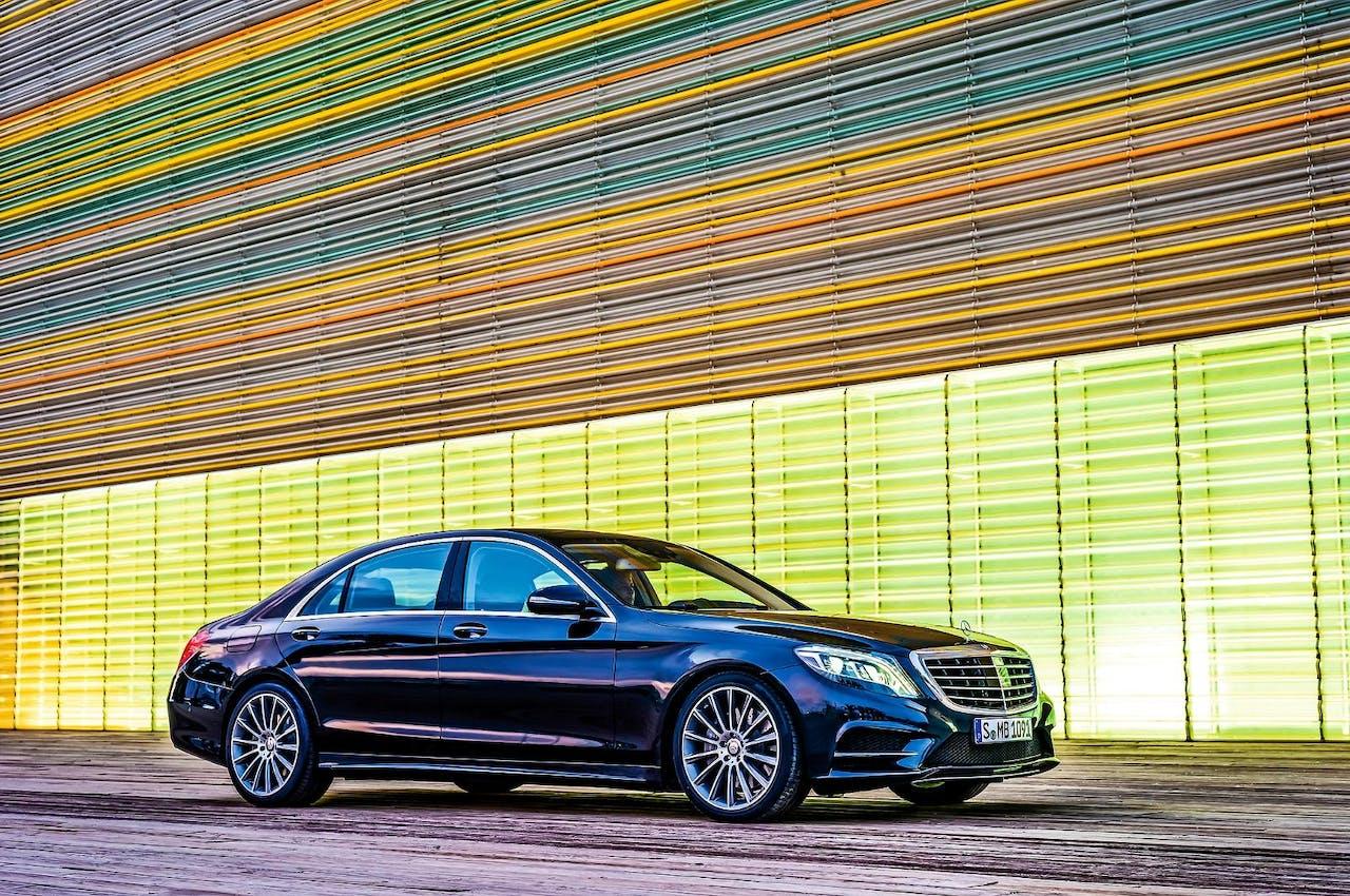 Als je de deur van een S-Klasse, het topmodel van Mercedes, dichtgooit, klinkt dat als een kluis.