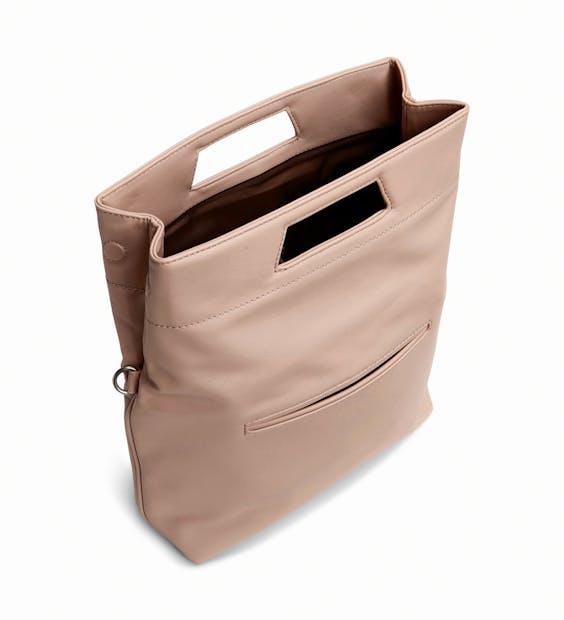 De tassen van Matt & Nat zijn gemaakt van materialen als kurk en rubber.