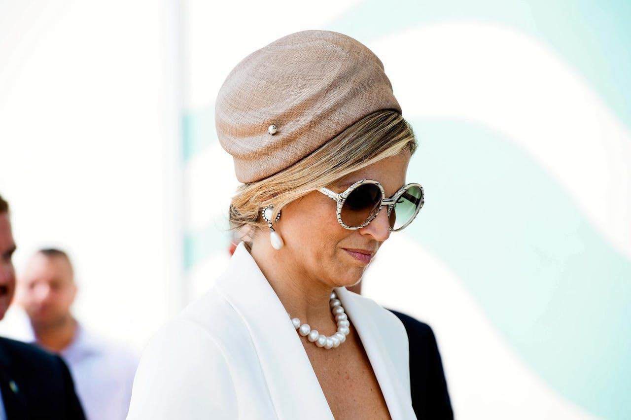 Koningin Máxima droeg 'La Condesa' tijdens haar bezoek aan Aruba. De hoed is vernoemd naar een wijk in Mexico.