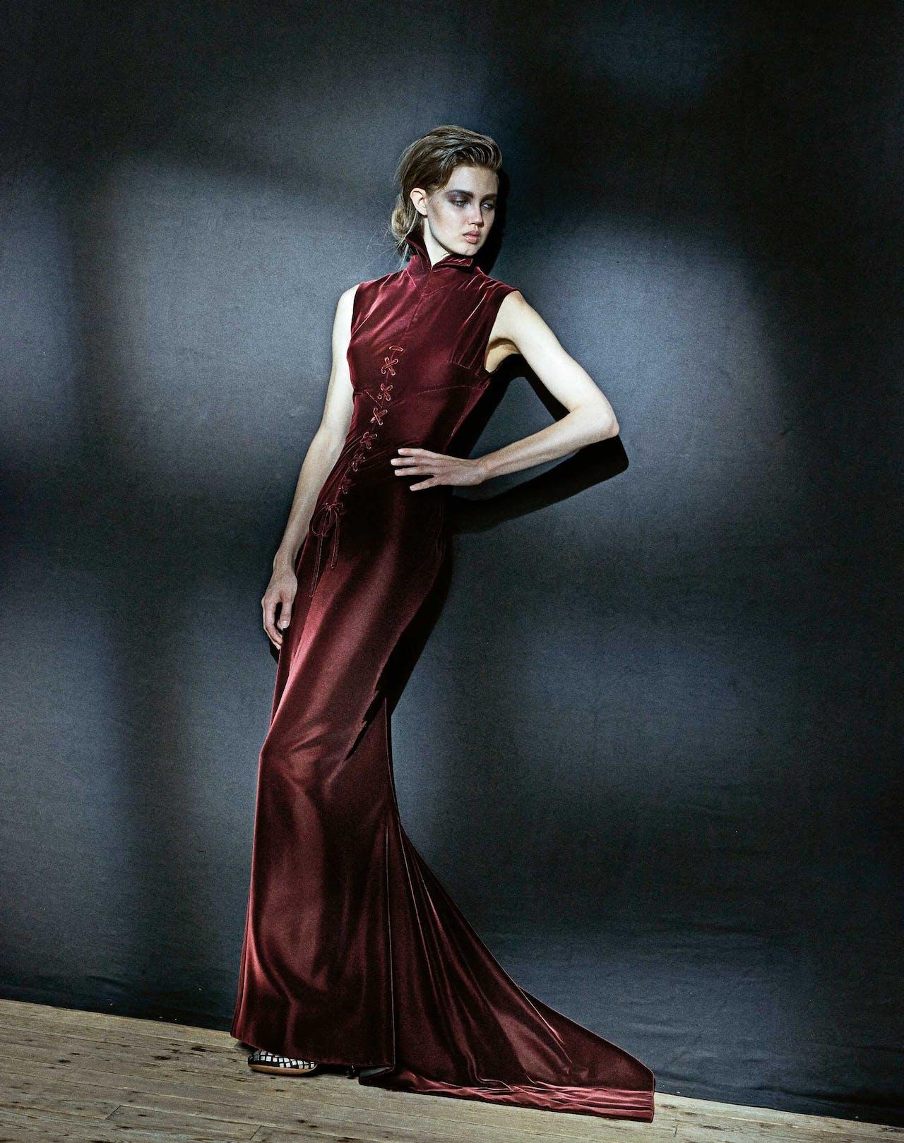Ter gelegenheid van de overzichtstentoonstelling in Palais Galleria in Parijs in 2013 fotografeerde de beroemde fotograaf Peter Lindbergh een aantal legendarische jurken.
