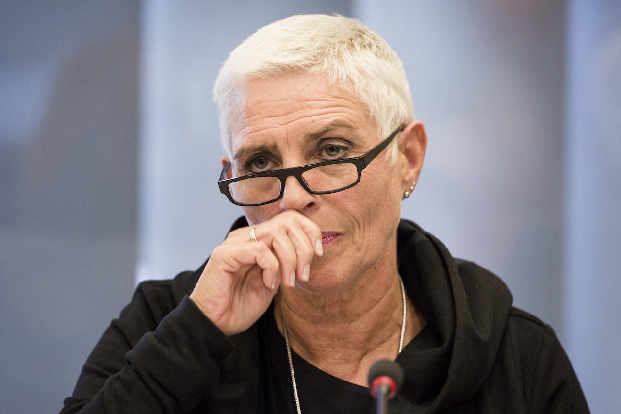 Staatssecretaris van Infrastructuur Wilma Mansveld stelde tijdens het Algemeen Overleg in de Tweede kamer dat Eringa afstand zou hebben genomen van zijn FD-uitspraken.