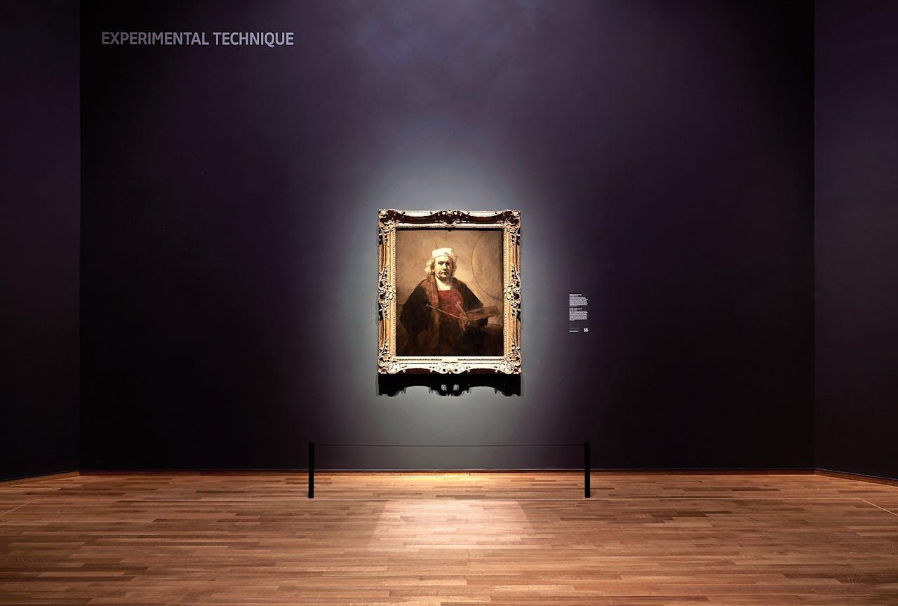 De schilderijen in het Rijksmuseum worden zo belicht dat ze van de muur lijken te komen.