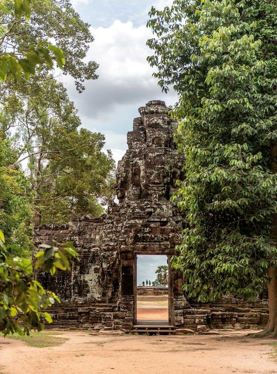 De poort van Bat Chum, een van de minder bekende tempels van Angkor. Zelfs op drukke dagen kun je er de massa ontvluchten.
